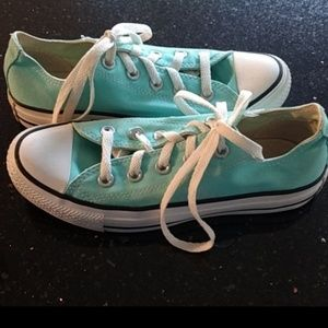 Converse All Star Chucks Women Sneakers Size 6